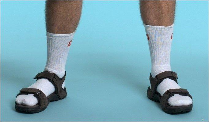 Vállalhatatlan zokni szandál kombók, igyál előtte egy felest! |